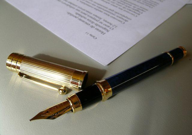 Umowy usług finansowych – czytaj zanim podpiszesz