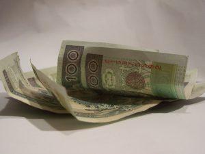 konsolidacja pożyczek - banknoty 100-złotowe