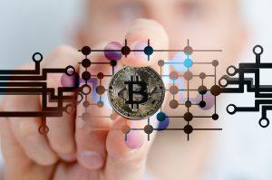 bitcoin kryptowaluta i moneta - wykres i dłoń