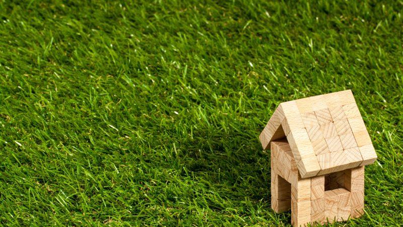 Czynniki pod rozwagę przy braniu kredytu hipotecznego – wkład własny, zmienne oprocentowanie, ubezpieczenia